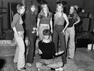 The-Runaways-with-Kim-Fowley-1975-the-runaways