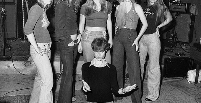 The-Runaways-with-Kim-Fowley-1975-the-runaways