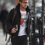Ryan Gosling llevando mochila