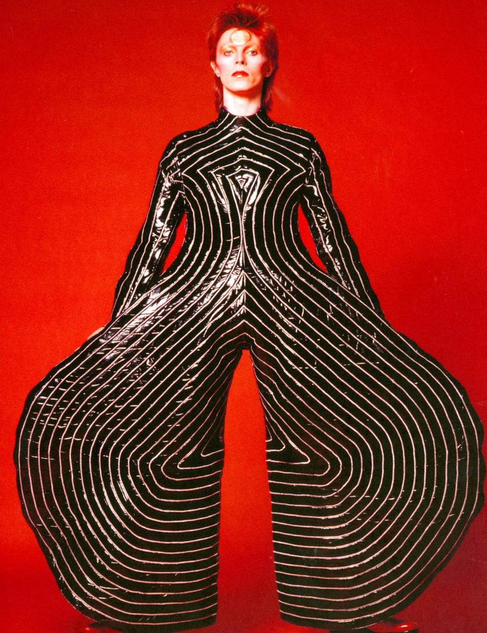 Body a rallas para el Aladdin Sane tour, 1973 – Fografía de Kansai Yamamoto