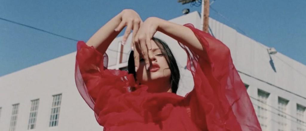 rosalia-videoclip-de-plata-apertura