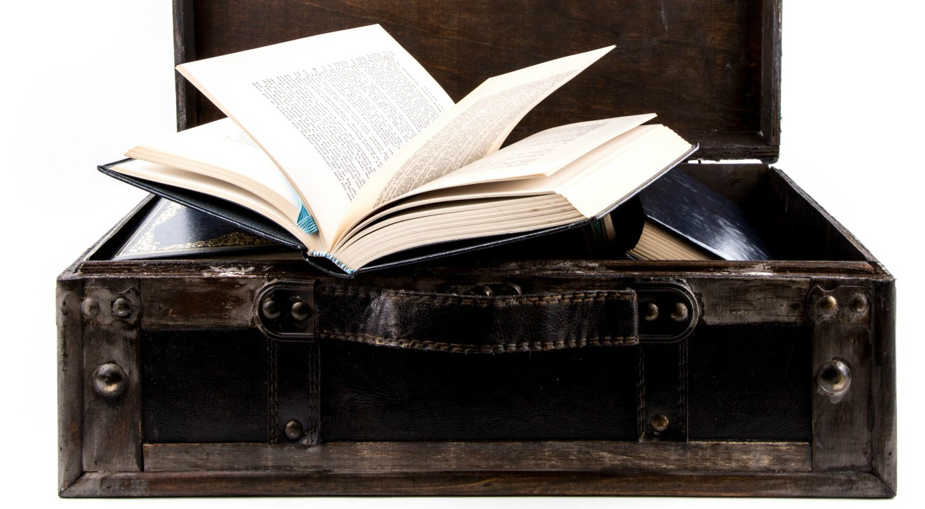 suitcase-and-books-1463301975CIh